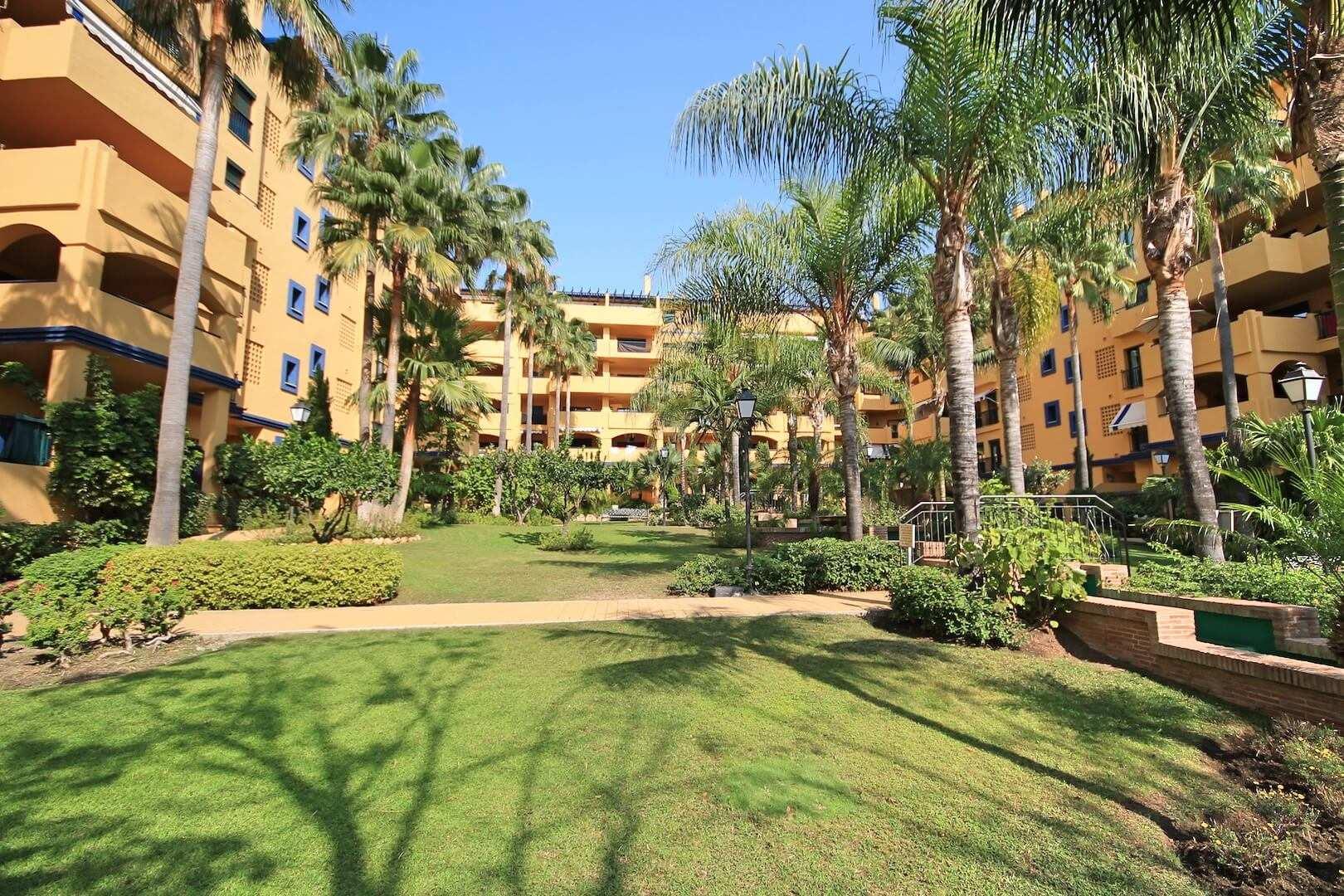 Por el precio de un piso de lujo puedes comprar 14 viviendas - Blog Guia de empresas interesantes de Málaga